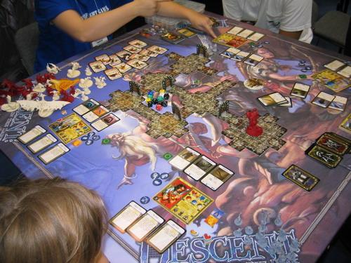 Uma sessão de Descent:  Qualquer semelhança com RPG, não é coincidência - Fonte: Boardgamegeek